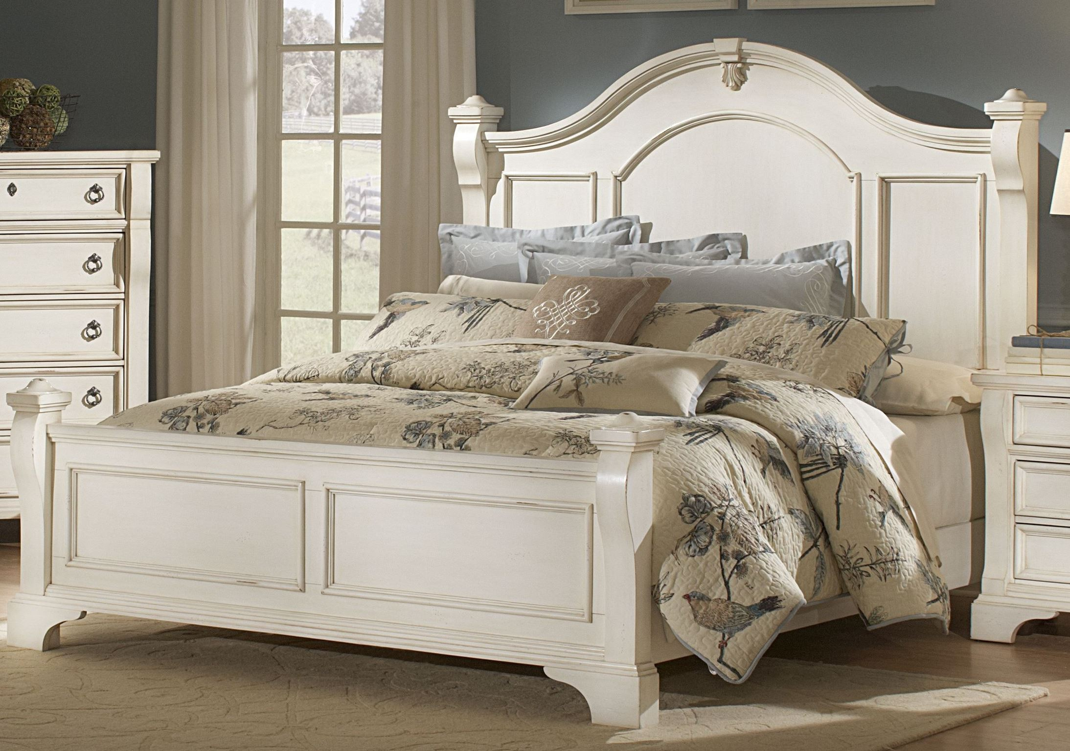 Heirloom White Poster Bed 2910 50pos American